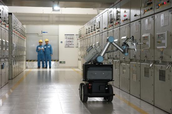 """南方电网首个电网智能机器人正式""""上岗""""作业"""