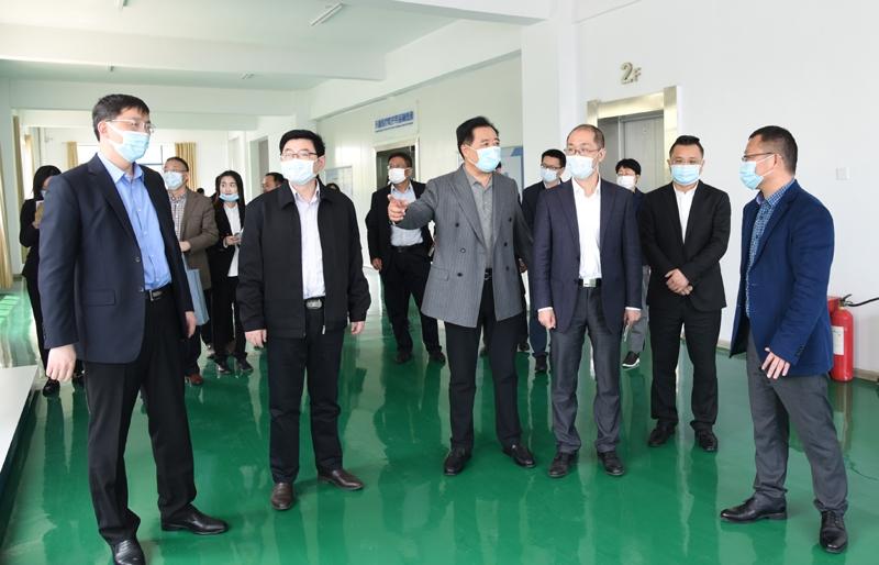 国家商务部外贸司副司长张力一行莅临安徽天康集团调研工作