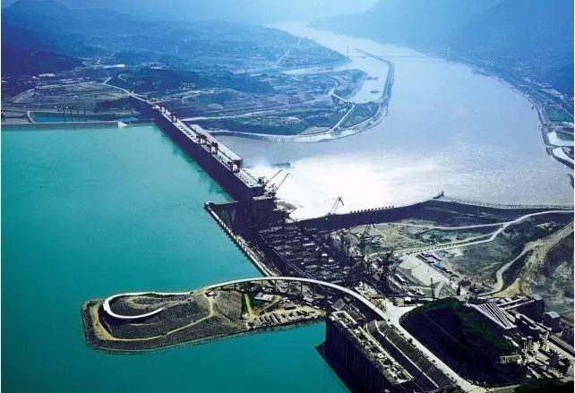 长江干流四座梯级水电站今年全开运行